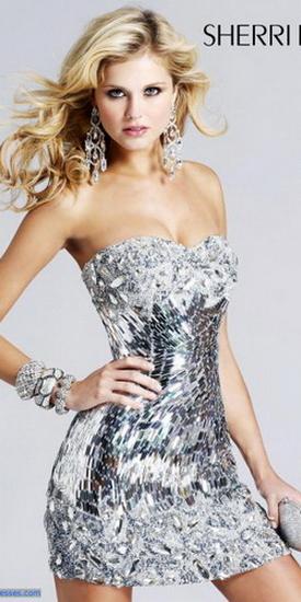Красивое серебристое платье