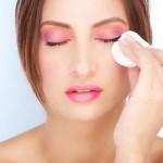 Как правильно снимать макияж с глаз?