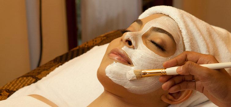 маска для лица в СПА-салоне