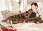 Анджелина Джоли в шелковом платье на тонких бретельках снялась для глянца