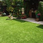 Ландшафтный дизайн: использование рулонного газона на участке